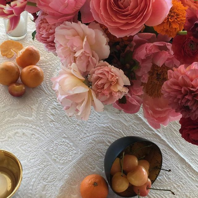 More than a little bit obsessed with this one 😍🍊🌺🍒🌸 With our #lacylinen in Pearl from @cocorosedesign and @eventoftheseason this weekend 📷 via @cocorosedesign #latavolalinen #transformyourtable #pink #pinks #thinkpink #popofcolor #whiteandpink #fruitonthetable #tabletop #weddingdesign #weddingdetails #designdetails #colorfulwedding #santabarbara #santabarbarawedding
