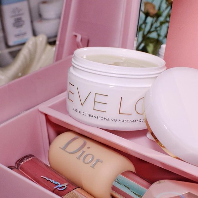 """Looking for an instant facial in a jar?✨✨ #EveLomgiftedme their Radiance Transforming Mask. It's a gooey balm-type mask that hydrates the skin. When I first scooped this on, I was like, """"this is going to be annoying to get off since it's so sticky"""". But it was the easiest wash-off mask I've ever used. Once you leave it on for 30+ minutes, it penetrates into your skin, and you can rinse off with warm water. When the mask touches the water, it starts emulsifying, almost like a cleansing balm. It can also be used as an overnight mask, which I haven't tried yet. 