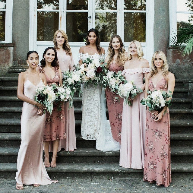 The founder of @theclearcut dressed her gals pretty in pink and it couldn't have been more fitting for her summer wedding in Tuscany! 🎀 Head to the #linkinbio for a celebration that has all of our favorite things from Italy: fresh wood-fired pizza, Aperol spritzes, a vespa and even a vintage Fiat 500 they turned into a bar! 💃 #WeddingOfTheDay | 📸: @carlapenoncelli 📋: @supertuscanweddingplanners 💐: @flowersliving