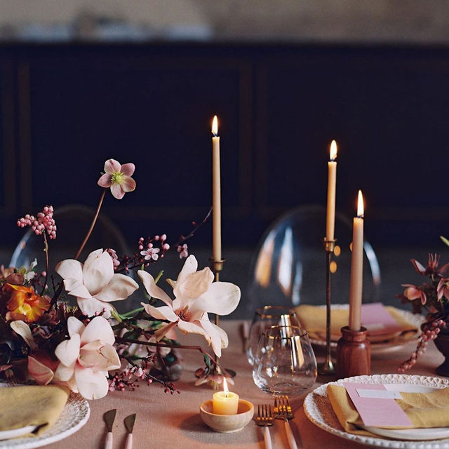 The perfect glow 🕯✨ Loving everything about this set up with our #tuscanylinen in Barley with Mustard napkins 🍂🌾🌸 Design @blushingjoyevents Florals @laurasfloras Photo @nathaliecheng #latavolalinen #transformyourtable #linen #linenlife #naturallinen #linentablecloth #linennapkins #moody #moodycolors #moodytablescape #betterbycandlelight #colorstory #allaglow #soloverly #tablescape #oakland #eastbay #oaklandwedding