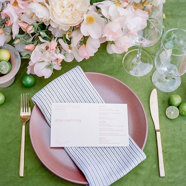 Simply lovely 💚🍧🧱 @toastsantabarbara @jillandcoevents and @cocorosedesign giving us a gorgeous #tablesetting to love with our #velvetlinen in Grass and #prairielinen napkins in Black/Natural 😍 Bold colors for the win! Photo @annadelores #latavolalinen #transformyourtable #velvet #velvettablecloth #greenvelvet #santabarbara #santabarbarawedding #greenandpink #greenandrust #livecolorfully #brightcolors #colorfulwedding #bohostyle #bohobride #bohowedding