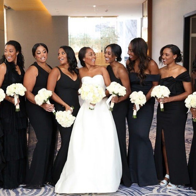 "The bride wanted ""something dramatic and formal, but in a venue where people don't usually have weddings,"" and she couldn't have nailed it more! Head to the #linkinbio for a show-stopping Black tie wedding that will have you giving a round of applause at the end of the page. 👏🏻 #WeddingOfTheDay 