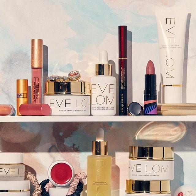 Eve Lom for days. A top #shelfie dream ☁️ #evelom #revealyourradiance