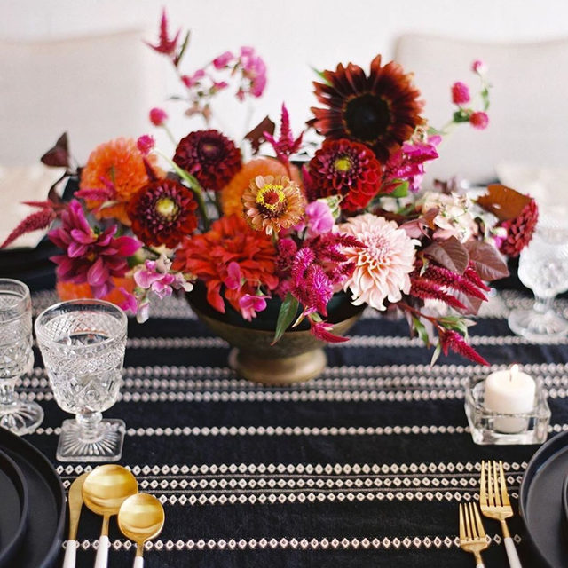 The color combination you didn't know you needed 💕💔🧡 with our #arthurlinen in Black. Floral magic created by @3leaffloral with flowers grown by @bluedoorfarm + modern rentals by @stonewoodvintage. #latavolalinen #transformyourtable #blackandwhite #popofcolor #weddingflowers #livecolorfully #coloradowedding #pinkflorals #redflorals #moderndetails #summerwedding #weddingreception