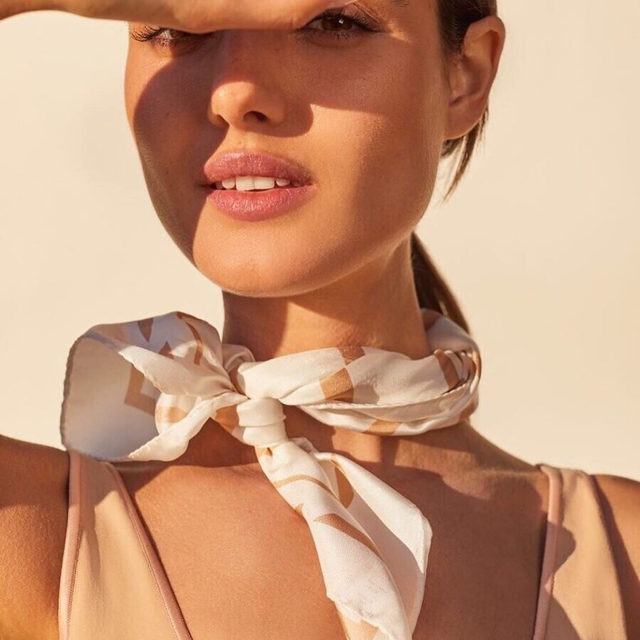 Stay chic in the summer winds with a Roman Holiday-inspired knot. Link in bio for every way to wear this favorite essential.