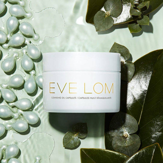 THE RITUAL ENCAPSULATED One Capsule for the Perfect Cleanse  CLEANSING – Dissolves all traces of impurities, including waterproof mascara  HYDRATING – Hydrates skin for up to 12 hours after use  ENCAPSULATED – Unique, patented one dose delivery system, compact and perfect for travel  BIODEGRADABLE – Capsules are made of a vegetable based material and 100% biodegradable  @spacenk #evelom #icleansewitheve