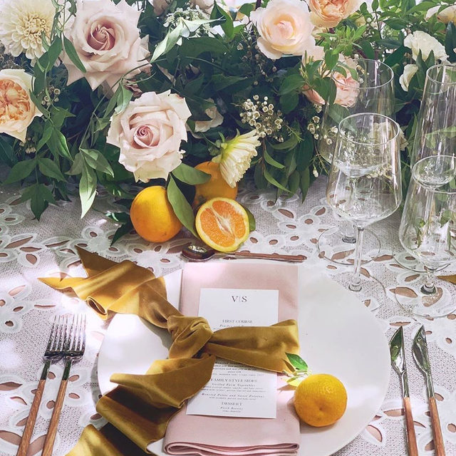 🍊🌿🌸 @bustleevents @amandavidmardesign and @paulaleduc making us swoon over this gorgeous #tabletop with our #gracelinen in White and #nuovolinen napkins in Champagne 📷 via @bustleevents #latavolalinen #transformyourtable #lace #florallace #flowerlace #weddingdetails #weddingdesign #sthelena #napavalley #napawedding #velvetribbon #subtlecolors #romanticwedding #lacetablecloth #floraldesign #liveflorally #beaulieugarden