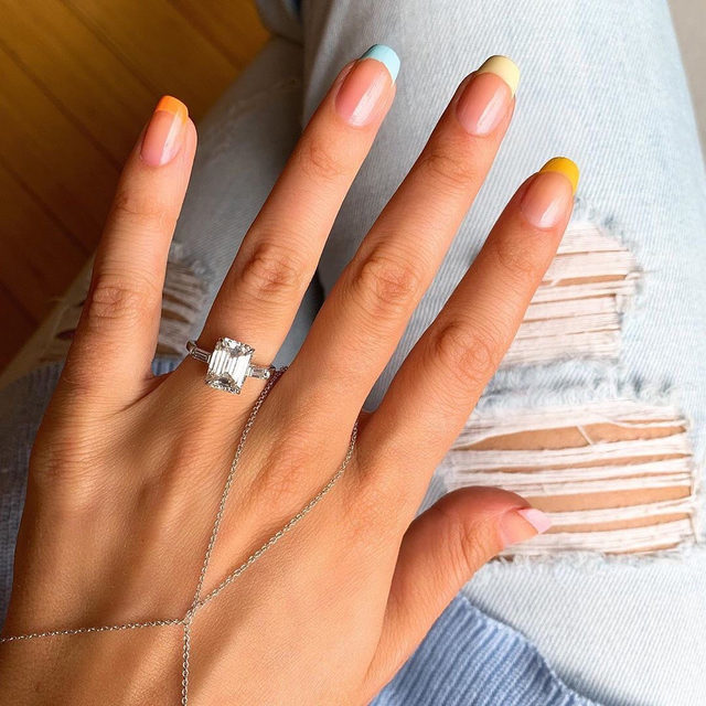 The perfect summer mani. 🌞 Tag your 💎 pictures with #BridesRings to get featured next and head to the #linkinbio for more nail art ideas! | #regram 👰🏻: @missladyfinger