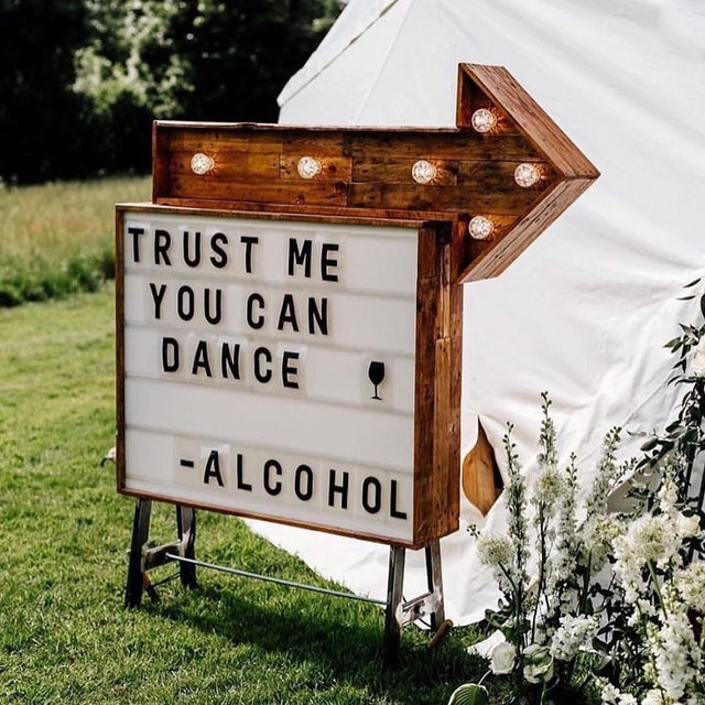 You can find us on the (wedding) dance floor. 🕺🏻💓💃🏻 Head to the #linkinbio for 40 songs that will keep the party going all night long. 🎶 | #regram: @fridaenamorada 📸: @emma_epiclovestory
