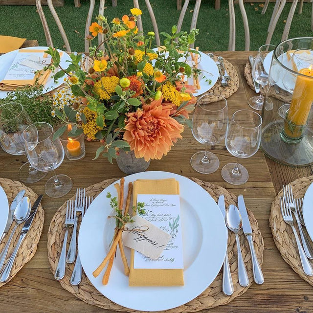 Walkin' on sunshine ☀️ A gorgeous #yellow filled welcome party from @lauriearons and @mindyricedesign with our #tuscanylinen napkins in Mustard 💛💛💛 Photo @laciehansen #latavolalinen #transformyourtable #farmtable #woodtable #breadsticks #modenaitaly #inspiredbyitaly #takemetoitaly #linen #linennapkins #linenlife #livecolorfully #alfresco #menlopark #sanfrancisco #bayarea