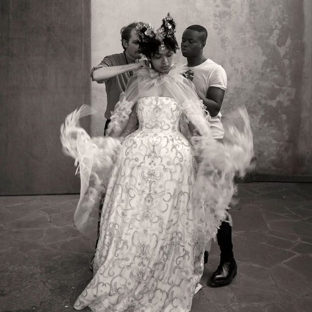 @pirelli's 2020 calendar is a tribute to the heroine of Romeo and Juliet. True to Shakespeare's play, the photographer Paolo Roversi shot images in Verona, Italy, as well as in the city he calls home, Paris. But in keeping with the spirit of the times, for 2020 this production is all Juliets (yes, plural), shown variously in costume, in situ, and IRL. Tap the link in our bio for all details.
