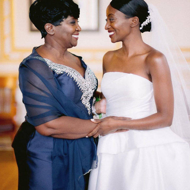 Mom. ❤️ Head to the #linkinbio for a wedding that proves the more you include your family in your celebration, the more special it'll be! Oh, and this wedding will definitely have you considering your city's historic libraries for your venue, too. #WeddingOfTheDay | 📸: @jennyfu 💐: @bostonpollen