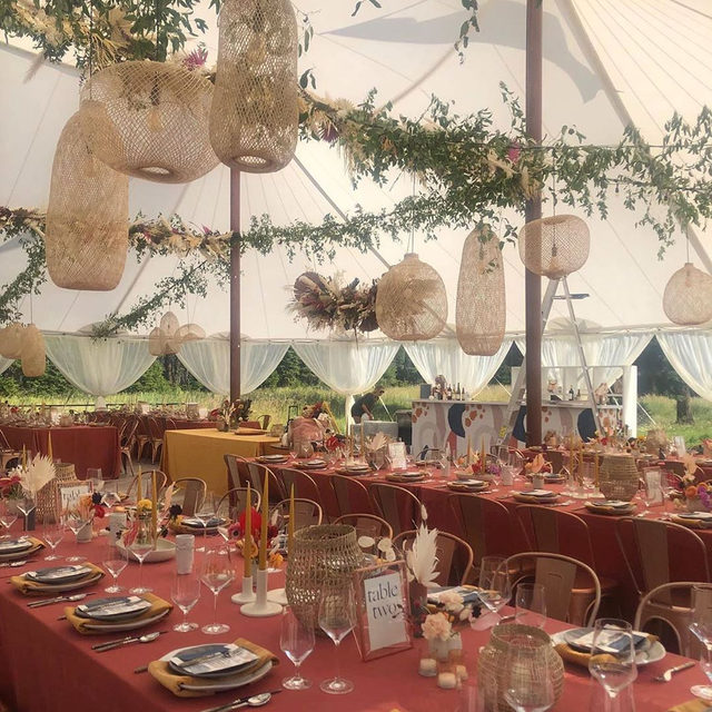 Super dreamy #boho wedding from @goldfinchevents and @mumsweddings 🌾🧱✨🍁 Do you see that patterned bar?! 😍 With our #tuscanylinen in Sienna and #velvetlinen napkins in Tamarind ❤️🧡 Photo via @mumsweddings #latavolalinen #transformyourtable #bohostyle #bohowedding #bohobride #montana #whitefishmontana #montanawedding #rockymountainbride #colorfulwedding #livecolorfully
