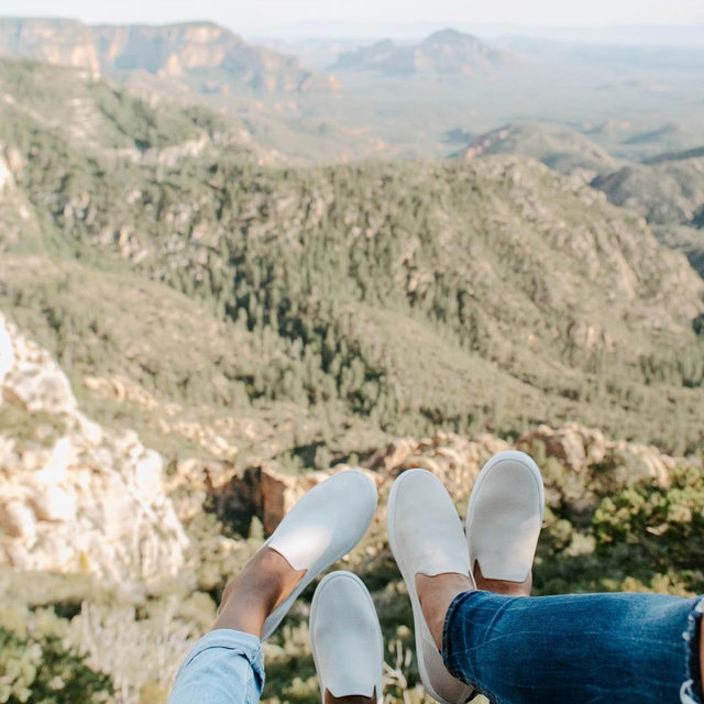 Shoes that work for the planet and hikes. ⛰ @jaclynraymond #rothysinthewild