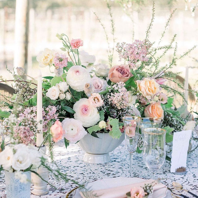 🌿🌸🌷 Dreamy little set up with our #floralinen in Ivory from @velvetalleyevents and @belleoftheball_designs 💕 Nothing like the statement of #sequins and #lace to take your table up a notch 👌 Photo @teresamariephotos #latavolalinen #transformyourtable #sequinlace #lacetablecloth #soloverly #dreamwedding #pastelcolors #softcolors #weddinginspiration #floraldesign #thousandoaks #losangeles #losangeleswedding #eponaestate #planningawedding #gettingmarried