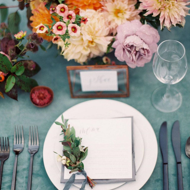 All those lovely colors 😍😍😍 Pretty much a perfect place setting from @stefaniemiles and @bowsandarrowsflowers for @sarahkatephoto's wedding 🗳🏵🍭🌸 Featuring our #velvetlinen in Jade 📷 @erichmcvey featured on @magnoliarouge #latavolalinen #transformyourtable #perfectplacesetting #weddingcolors #colorfulwedding #velvet #thatvelvettho #livecolorfully #velvetwedding #banff #banffnationalpark #canada #banffwedding #outdoorwedding #mountainwedding