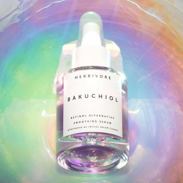 Bakuchiol Serum is not only helpful for smoothing fine lines and wrinkles - it also helps to prevent future breakouts. Bakuchiol increases cellular turnover which stops dead skin cells and debris from causing congestion, and can even help reduce the appearance of pores. ✨💜✨ #bakuchiolserum #bakuchiol #retinolalternative #beyondcleanbeauty