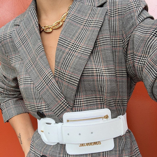 Winning workwear combo: a blazer cinched with a belt bag 🔍