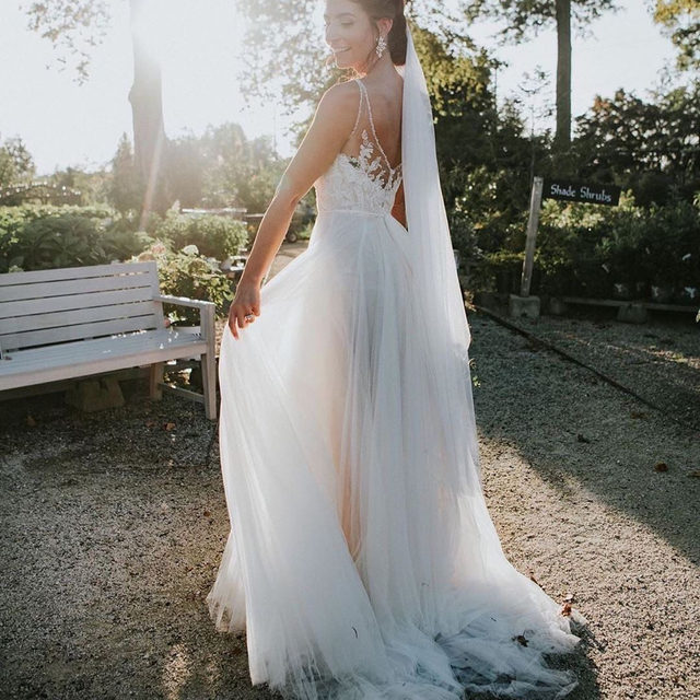 When the light is just right.☀️ (Link in profile to shop the Cassia gown | 📷: @dearlybeloved.weddings )