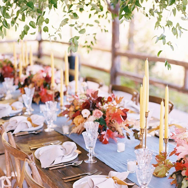 Lovely fall feels 🍂🍁🌾 A dreamy little #tablescape with our #tuscanylinen in Wedgwood with Natural napkins from @goldfinchevents and @mumsweddings 📷 @jeremiahandrachel #latavolalinen #transformyourtable #fallcolors #fallfeels #montana #montanawedding #weddingcolors #whitefishmontana #glaciernationalpark #rockymountains #rockymountainbride #mountainwedding