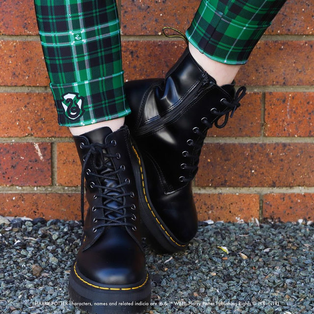 All about those details! Get your very own Harry Potter house tartan! #HarryPotter #blackmilkclothing #blackmilk #bmtartanslytherincuffedpants #bmtartanhufflepuffcuffedpants #bmtartangryffindorcuffedpants #bmtartanravenclawcuffedpants
