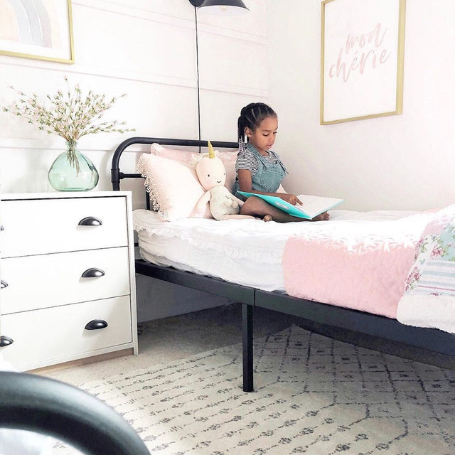"""Let's stay home. 💖 Blogger (and mom of 4) @withlovesierra updates her daughters' """"big kid"""" room with new kids' art that they helped pick out. """"It's French for Darling"""" by @hudsonmeetrose + """"Pastel Rainbow"""" by @kateahndesign. #MintedArt"""