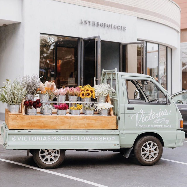 Welcome to the family, BHLDN Pittsburgh!💗 We had an incredible time celebrating the launch of our newest store, with lovely vendors from this amazing city! Book your BHLDN Pittsburgh appointment today by clicking the link in our profile! 📷: @laurenreneephoto Flower truck: @victoriasmobileflowershop