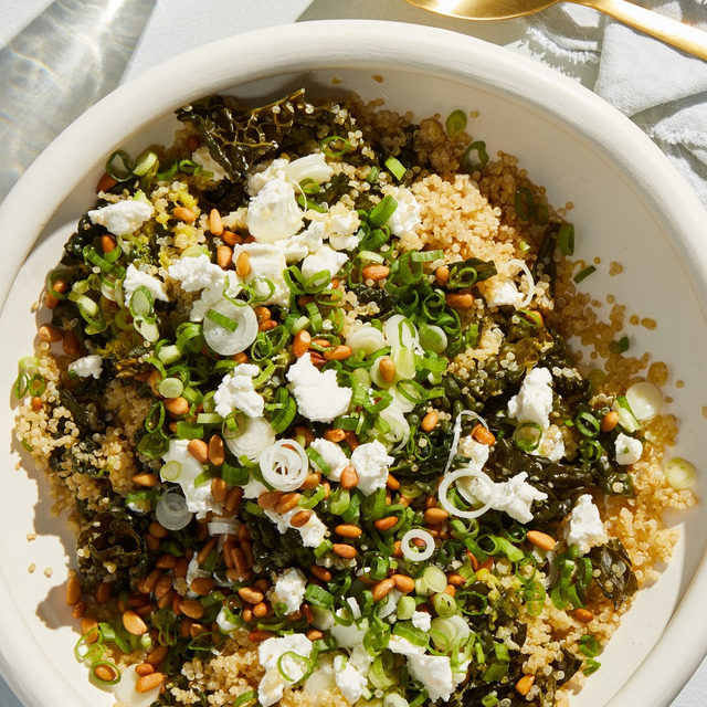 Meet number 8 on our most-popular recipe countdown: One-Pot Kale and Quinoa Pilaf. The quinoa and kale add extra crunch while Meyer lemon juice and zest keep the dish bright. Fresh goat cheese and walnut oil give the warm pilaf a creamy, tangy finish. Recipe via link in bio. (📸: @rockyluten)