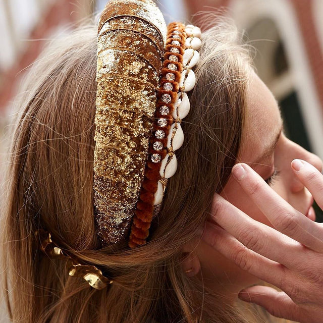 Nothing beats a cool new accessory trend. From bold headbands to furry hats, tap our link for 5 hair accessory trends you really need to try this fall. photo: @leletny