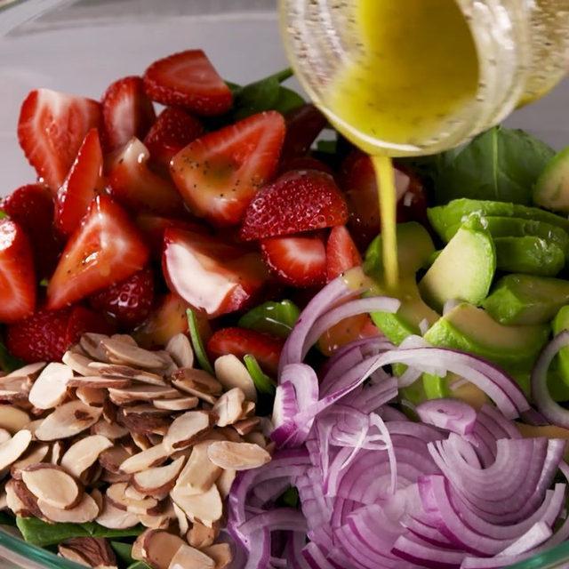 This makes us ACTUALLY want to eat salad 🥗  #Delish #DamnThatsDelish #salad