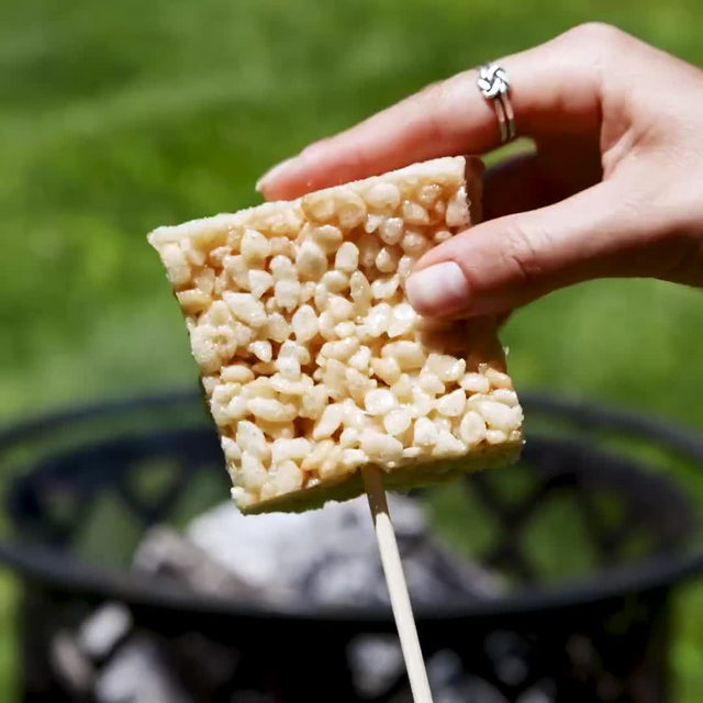 Bored with s'mores? Try THIS  #Delish #DamnThatsDelish #ricekrispies