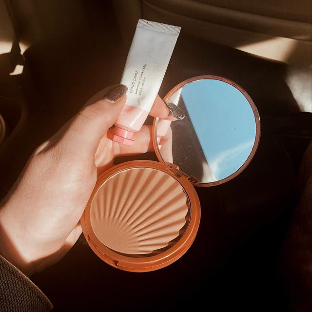 Stay-put with our Baked Matte Bronzer ✨✔️ Your key to a natural-looking tan whatever the climate.  via @kaileystrachan  #lauragellerbeauty #bronzer #beautylovers #mattebronzer