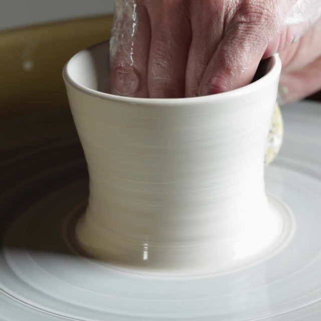 It's Friday and we all deserve a little mesmerizing pottery wheel action courtesy of our friends @simonpearce. Head to the link in bio to shop their Westport line, which features handthrown dinnerware that's both beautiful and durable enough even for restaurant use.