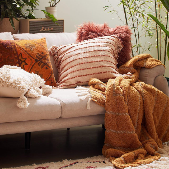 Zoom for details on the softest blanket we've got. #UOHome @UrbanOutfittersHome
