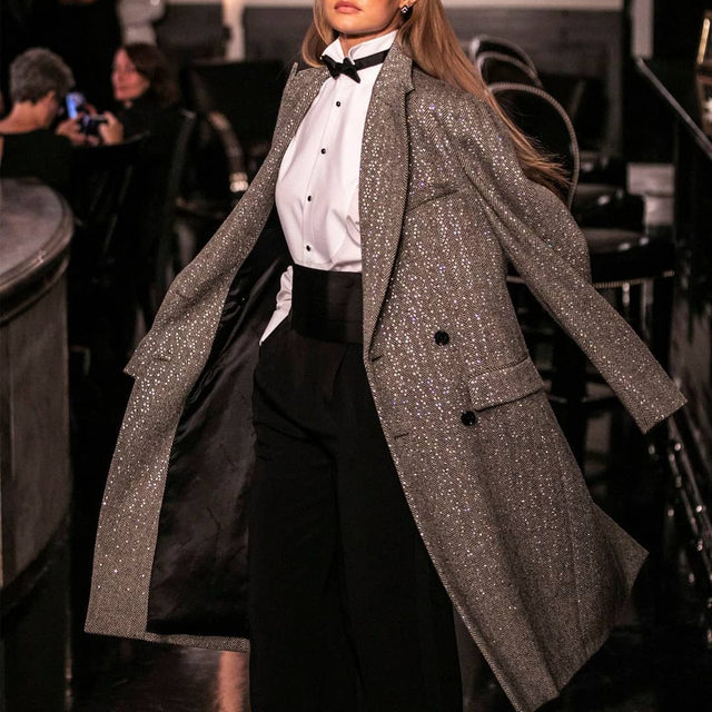 Last night, supermodel #GigiHadid opened the show for @RalphLauren at #NYFW – scored by a live jazz orchestra – in a sparkly silver coat #MarleneDietrich would have swooned over. The mood for #AW19? The female art of tuxedo power dressing. Click the link in bio to read the review and to see every look.