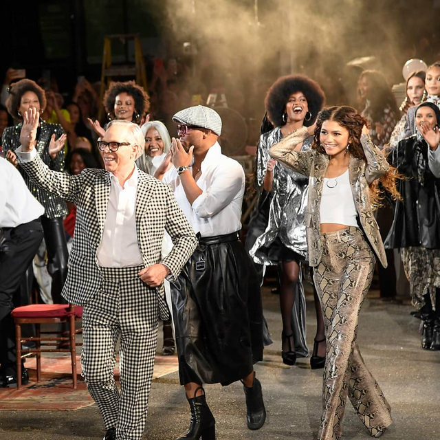 On Sunday evening, #Zendaya and #TommyHilfiger took out Harlem's legendary Apollo Theater – which once housed Motown's greatest – for the second instalment of their 1970s-inspired #AW19 collaboration at #NYFW. The collection was characterised by smart tailoring – nipped-in waists and flared hems, black-and-white polka dot dresses with undone pussy-bows and an abundance of faux snakeskin and lush velvet. Click the link in bio to read the review and see every look.