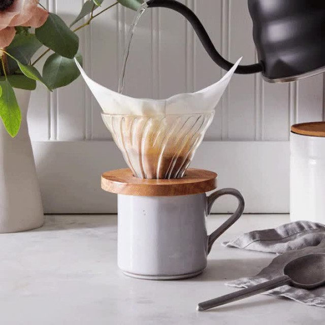 Your Monday morning coffee is now just 3 minutes away with this game-changing pour over dripper. The curved ridges allow the coffee to flow more smoothly and give the filter a little extra grip too. Available in 5 styles, head to the link in bio to snag yours!