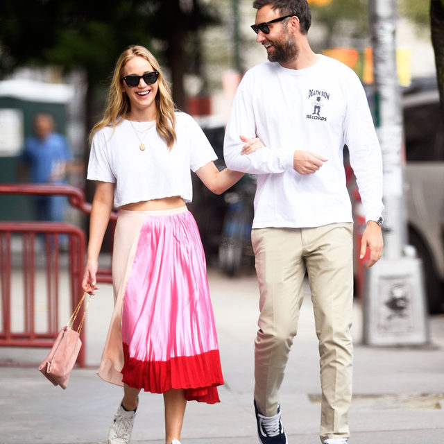 Jennifer Lawrence really knows how to take a basic white tee and sneakers and turn it into the prettiest look. Tap our link for all the outfit deets. photo: splash news