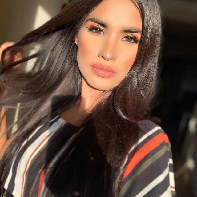 We're loving this Fall Makeup look by @mariasssantiago 😍🍂Wearing our Baked Gelato Swirl Illuminator.  #lauragellerbeauty #fallmakeup #beautylovers #gellerglow