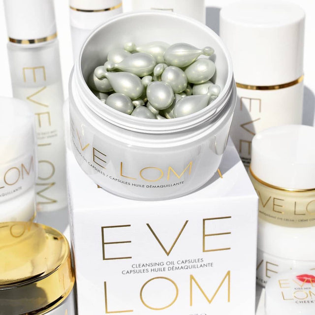 Repost @cheekmeout  I Beyond excited for the new eve_lom Cleansing oil capsules! This is first to market innovation,  lightweight cleansing oil in unique one dose delivery application.  Each capsule dissolves all traces of impurities,  including waterproof mascara,  leaving skin soft and hydrated. If you already love and use iconic Eve Lom Cleanser this is a must try! Packaging is so convenient for travel or when on the go. #evelom #icleansewithevelom #evelomgiftedme #OctolyFamily Available @spacenk @spacenkusa and SpaceNK In @nordstrom