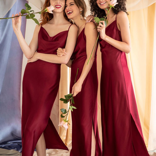 Fall hues are here! Tag your maids & let them know that our #NEW maids dresses have arrived!👏 (Tap to shop the Kari Dress in Bordeaux)