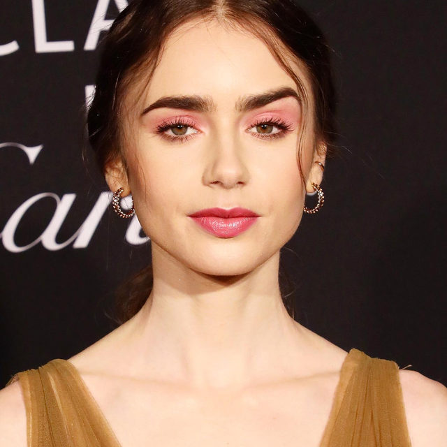 Lily Collins just single-handedly convinced us to try rosy pink lids. ✨ Tap our link for 15 other stunning beauty looks we saw this week that you'll want to test out ASAP. photo: getty images