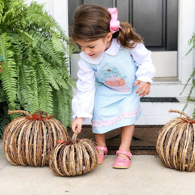 We get one day under 90 degrees and its time to decorate! Who is ready for Fall? | @casie_akin