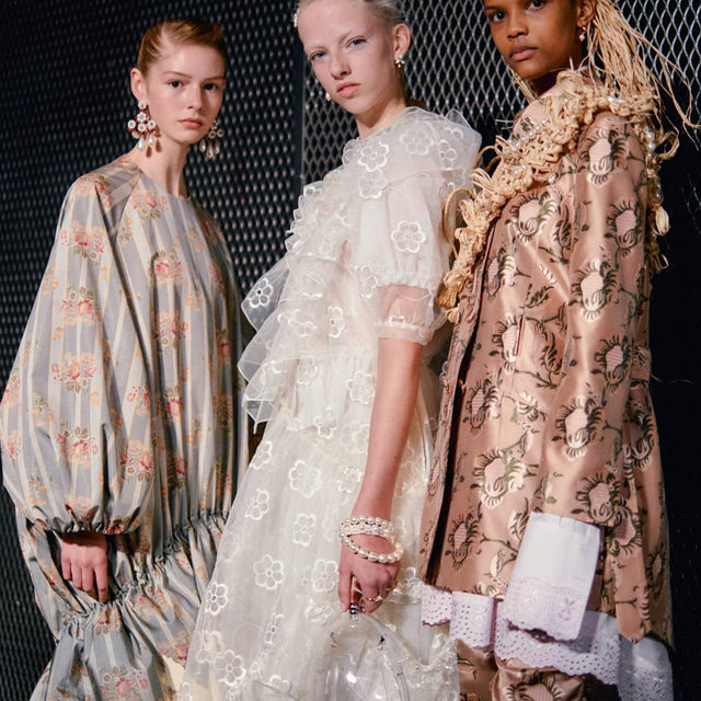 Backstage at #SimoneRocha's #LFW show where the designer's ethereal agenda continues for #SS20, with smock dresses of whimsical proportions, delicate embroidery and remarkable layering. The pièce de résistance of every look came in the form of sculptured and braided hair created by @Duffy_Duffy, accompanied by a natural, flawless complexion by @ThomasDeKluyver. Click the link in bio to see every look from the show.