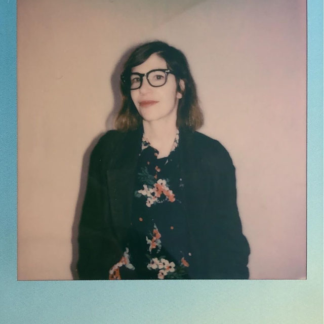 Find out what Carrie Brownstein thinks about freeganism, oat milk, and crowd surfing in the link in our bio. — 📷 by @baileyconstas for Pitchfork, film provided by @polaroidoriginals