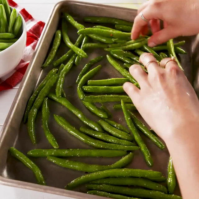 Greasy potato chips don't stand a chance.  #Delish #DamnThatsDelish #greenbeans #chips