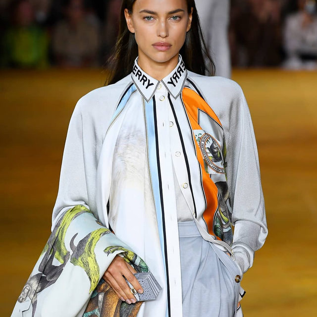 "#IrinaShayk captured on the runway at @Burberry's #SS20 show during #LFW. Titled 'Evolution', chief creative officer #RiccardoTisci said of the collection ahead of the show: ""This is a collection inspired by our past and dedicated to our future. It's the evolution of our Burberry kingdom."" Click the link in bio to see every look."