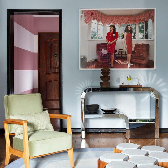 A São Paulo apartment inspired by the colors of Brazil by designer @julianalimavasconcellos that would work in any part of the world 🙌 And yes, that's a striped wall back there 👀 check out the design 👉 link in bio 📸 @andreklotz