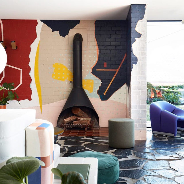 We're really feeling funky flagstone for interiors - using this 1960s house transformed by @amberroaddesign as inspo but see more 👉 link in bio 📸 by Prue Rosco ✍️ by @kristenvbateman