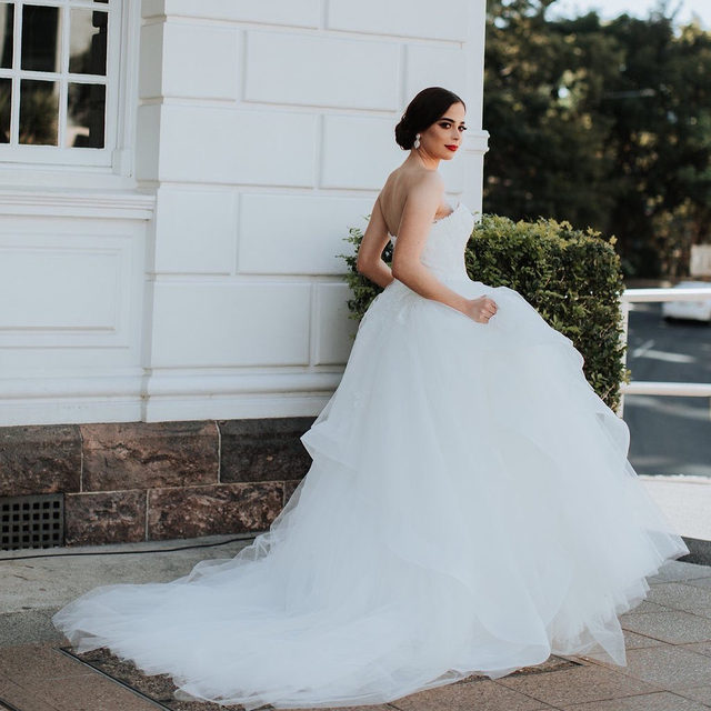 A beautiful dress that exudes magic and sensuality, where the combination of the elements makes it an exceptional piece. Gown: Eliseo @linzierussophoto @laurencatalano_